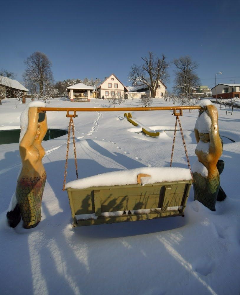 Houpačka v zimě